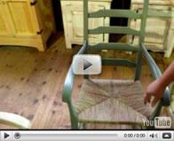 Chaise bercante en bois de pin